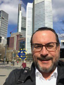 Florian Herfurth vor der EZB